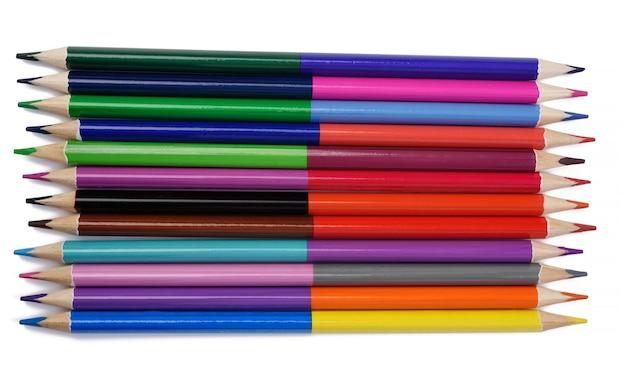 白い背景、上面図にシャープな色の木製鉛筆