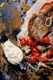 Shashlik 화이트 소스. 국가 아르메니아 음식. 맛있는 고기 드레싱