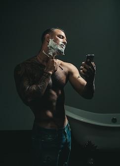 Крем для бритья. парикмахерские ножницы и опасная бритва. идеи о парикмахерской и парикмахерской.