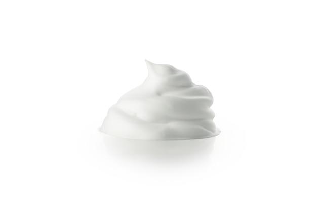 Пена для бритья, изолированные на белом фоне, крупным планом