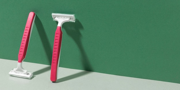 Rasoi da barba per la cura del corpo copia spazio