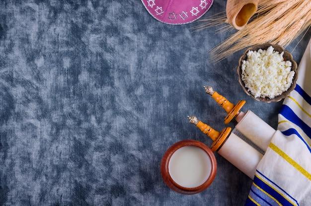 Шавуот кошерная еда свежие молочные продукты молоко, творог фестиваль урожая пшеницы