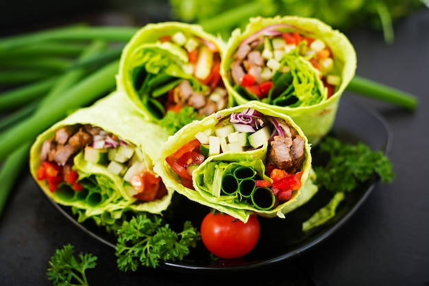 Shawarma from juicy beef, lettuce, tomatoes, cucumbers, paprika and onion in pita bread with spinach. diet menu