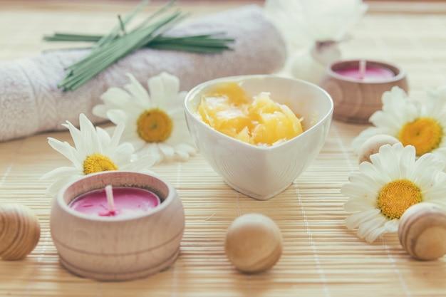 Масло ши, свеча и шарики