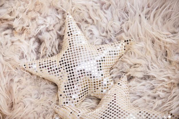 椅子と星の羊皮
