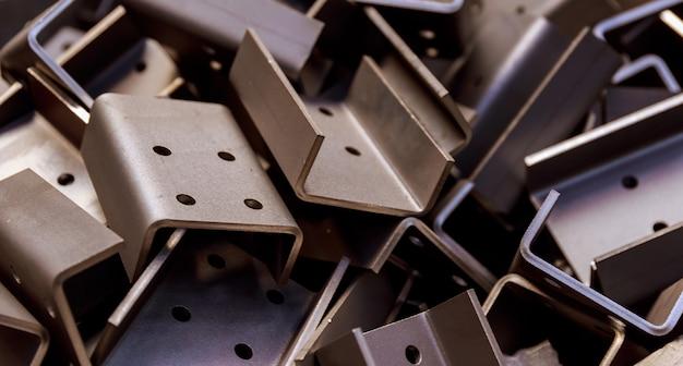 Изделие из листового металла после обработки на гибочном станке. точная гибка металлических изделий