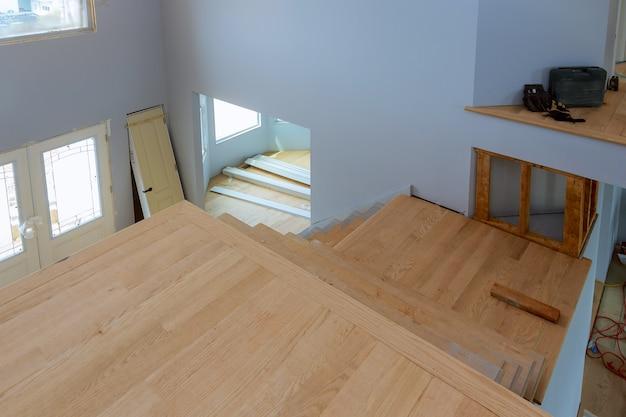新しい住宅建設の未完成のアパートインテリアsheetrock