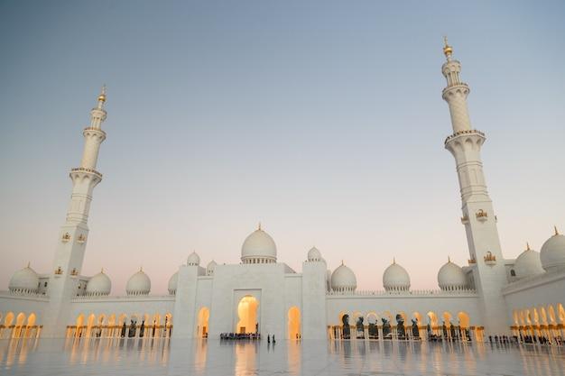 Большая мечеть шейха зайда - абу-даби.