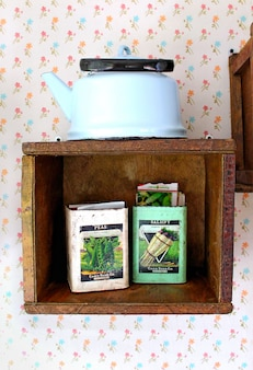 Shelf teapot seeds