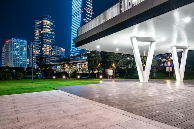 深shenzhen金融街のオフィスビルと夜景