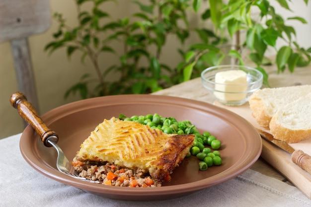 Пастушьи или домашние пироги - это мясные пироги с картофельным пюре.