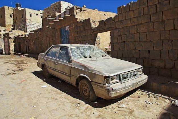シバーム、イエメンの山の古代の村
