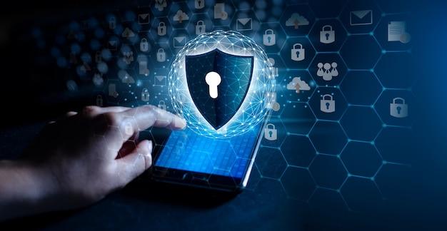파란색 배경에 키가 있는 방패 인터넷 사이버 보안의 개념