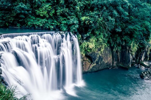 Shifen waterfall знаменитый водопад тайваня