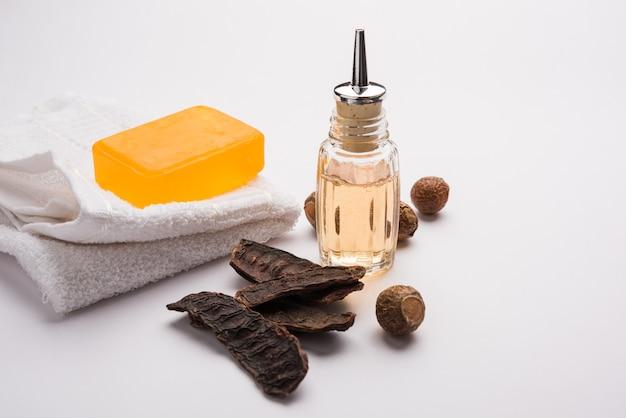 Soapnut 또는 reetha, amla, 레몬, 오일과 같은 필수 성분이 포함된 shikakai 샴푸 및 비누