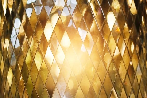 Сияющий золотой мозаичный фон