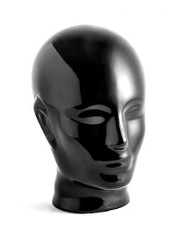 Блестящая черная голова манекена на белом фоне