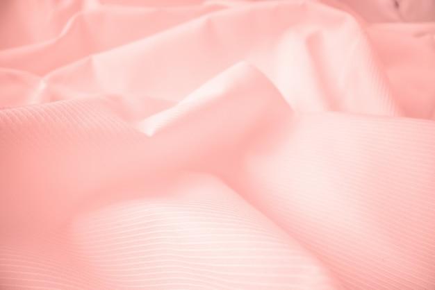 マクロ撮影での光沢のある流れる布の質感