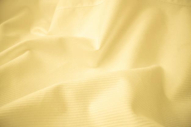 マクロ撮影で光沢のある流れる布のテクスチャ。