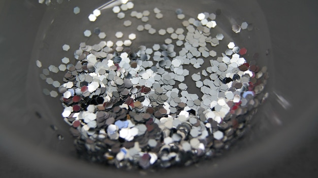 Блестящее серебряное конфетти. партия фон