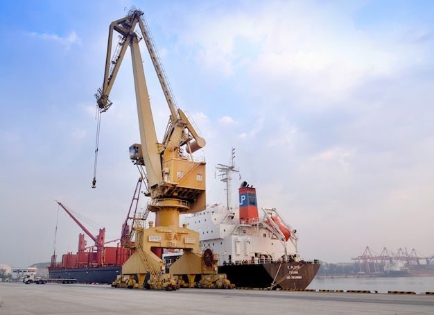 The ship crane, loading discharging operation for transfer the cargo shipment