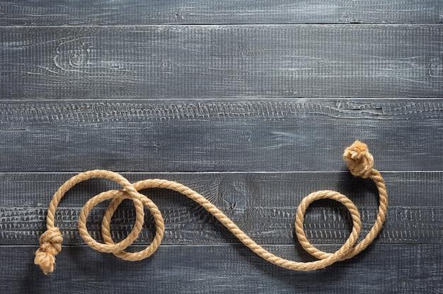 木製の背景テクスチャでロープを出荷します。