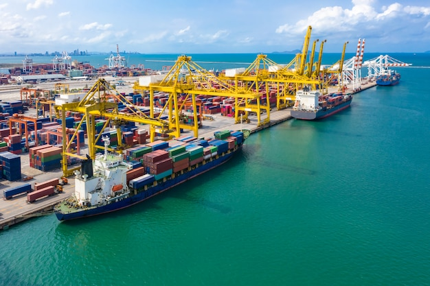 海上貨物コンテナ事業サービスの国際輸出入