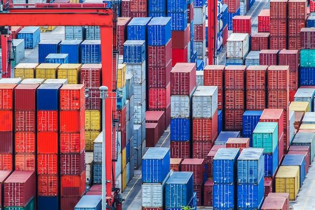 港内での貨物の輸送。