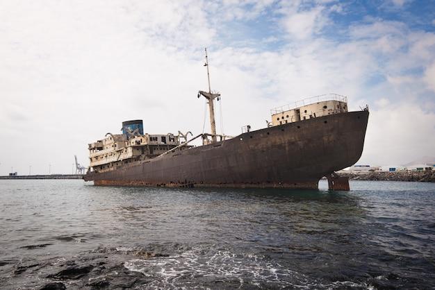 Кораблекрушение в лансароте, канарские острова, испания.