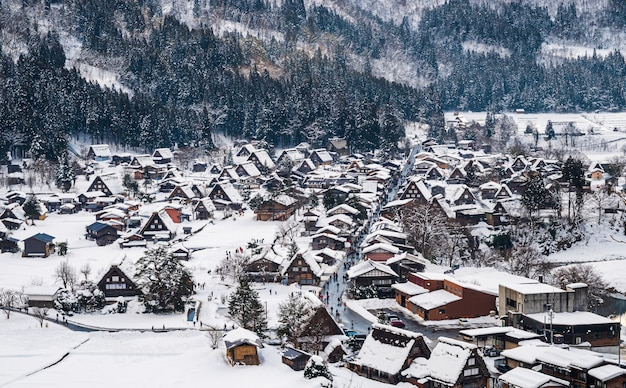 雪が降る白川郷岐阜中部日本