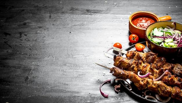 豚肉とサラダのシシカバブ。