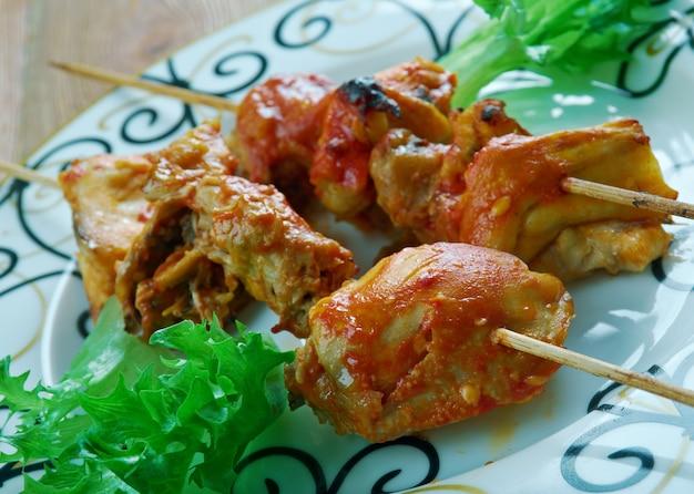 Шашлык из курицы на гриле традиционный маринованный шашлык из курицы ближневосточной кухни