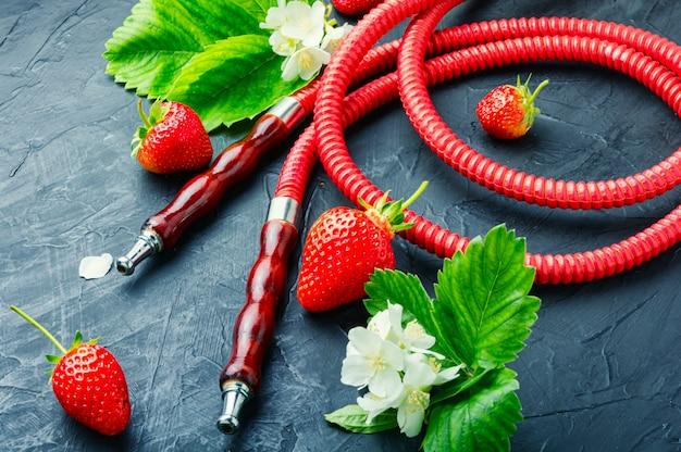 딸기와 물담배