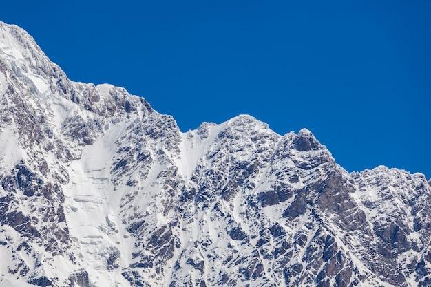 ジョージア州スヴァネティ地方のウシュグリ村近くのシュハラ山。ジョージア州の最高峰です