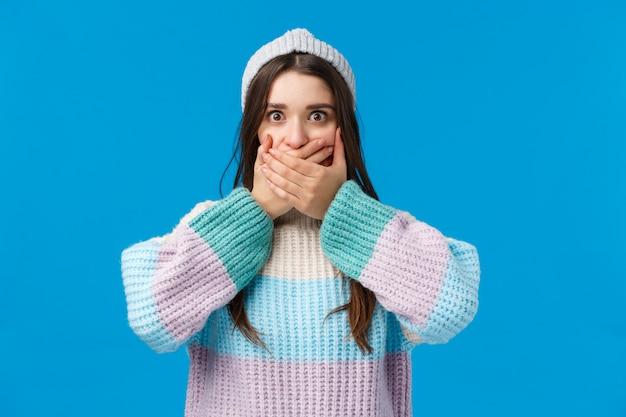 ショックを受けて驚いた魅力的な若い女性は何か悪いことを言った