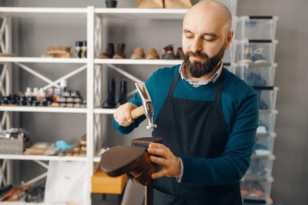 靴屋がかかとをノック、靴修理サービス