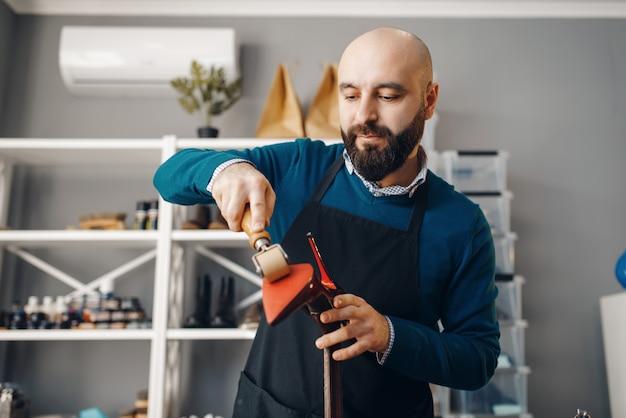 靴屋修理靴、履物修理サービス