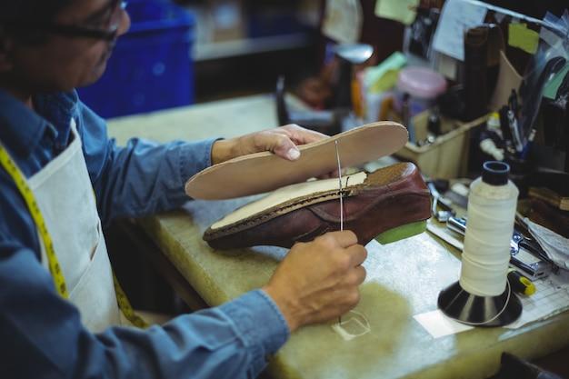 針で靴屋を縫う靴底