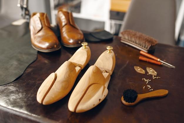 靴屋の道具、靴の修理サービス