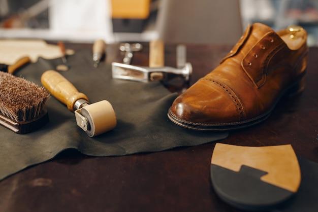 靴屋の職場、靴の修理サービス