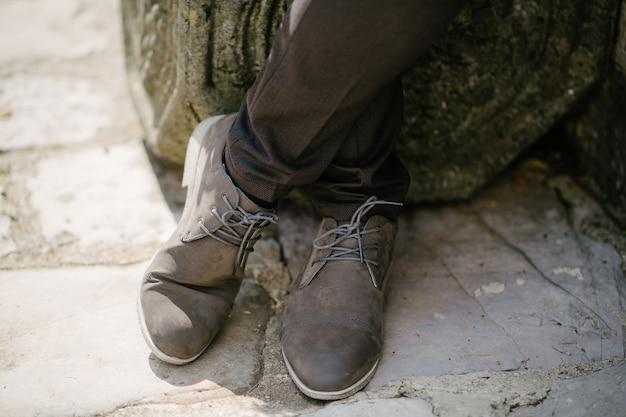 조약돌 포장에 신발