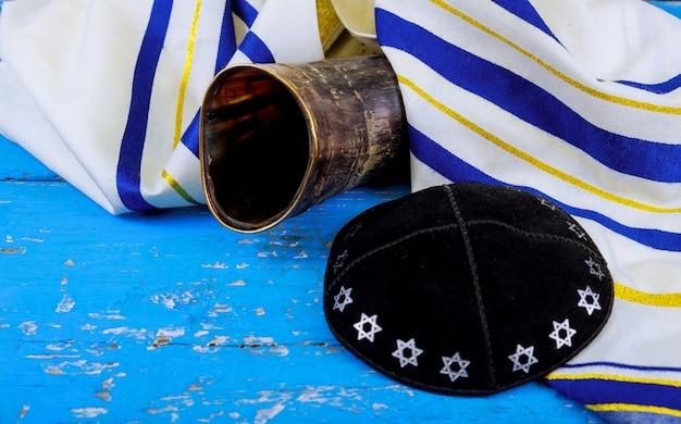Shofar horn prayer talit