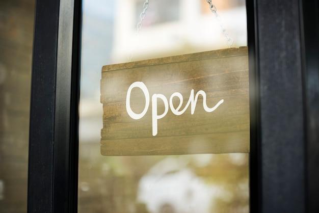 Магазин открыт деревянный знак макета