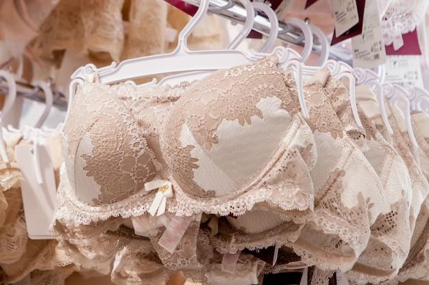 Магазин женского нижнего белья, нижнее белье на стойке.