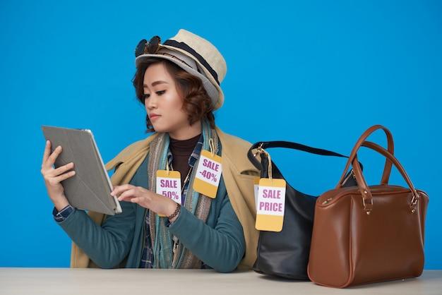 Shopaholic spending money online
