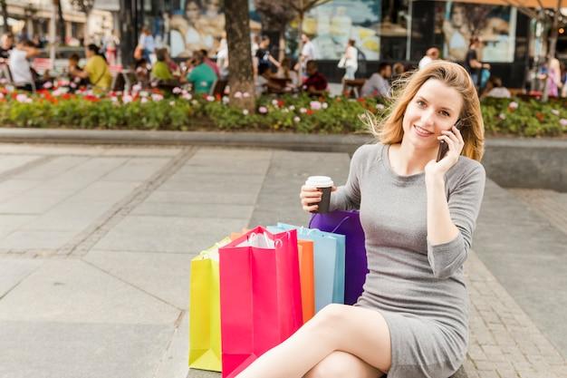 Shopaholic 여자 핸드폰에 대 한 얘기