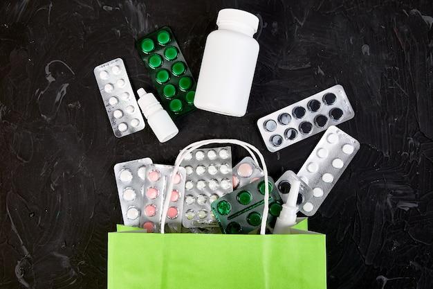 買い物袋盛り合わせ薬とブリスター
