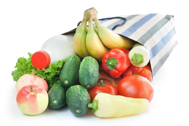 分離された食物と一緒に買い物袋
