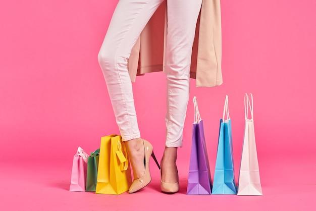Сумки женские ножки в туфлях шопоголик розовый космос