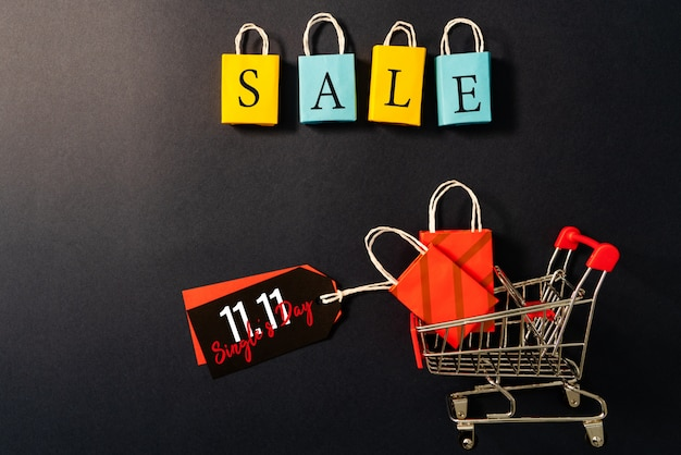 쇼핑 카트 및 쇼핑백, 연말 판매, 11.11 싱글 데이 판매 개념